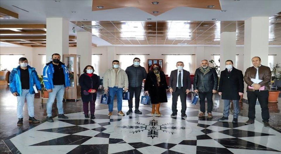 Photo of Ardahanlı iş insanları ARÜ'nün Yaşam Merkezi'ni gezdi