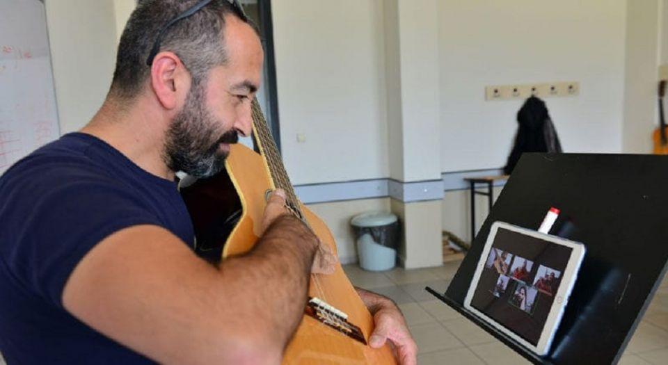 Photo of Bursa'da Müzik Akademisi'nde engelleri kaldıran online eğitim