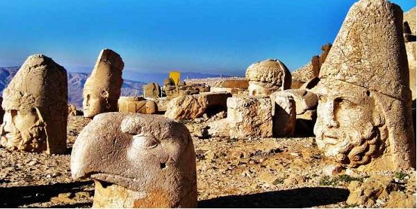 Dünya mirası heykellere 'put' dediler