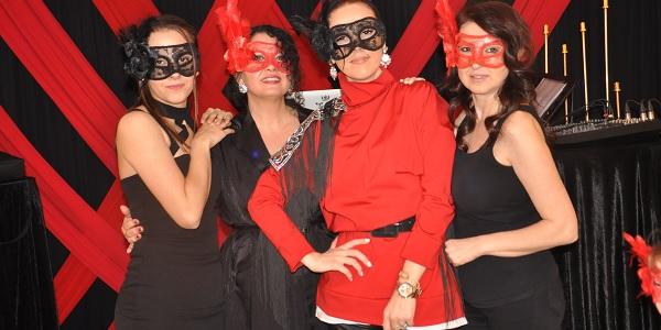 Kırmızı ve Siyah Gecesine İzmitli kadınlar ilgi gösterdi