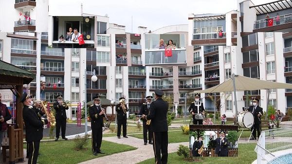 Büyükşehir Bando takımı şarkılarıyla Bayram coşkusu yaşattı