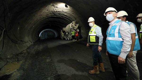 Büyükakın tünellerdeki çalışmaları inceledi