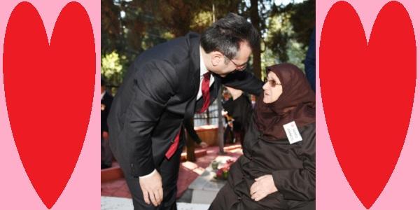 Kocaeli valisi Hüseyin Aksoy'dan ANNELERE …