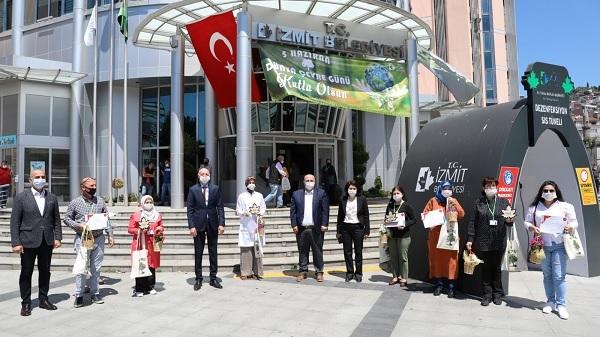 Photo of İzmit Belediyesi 5 kategoride yılın çevre ödüllerini verdi