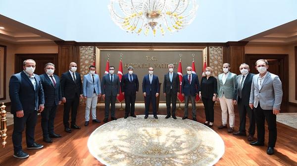 Photo of KOTO Başkanı ve yönetiminden Vali Yavuz'a hayırlı olsun ziyareti