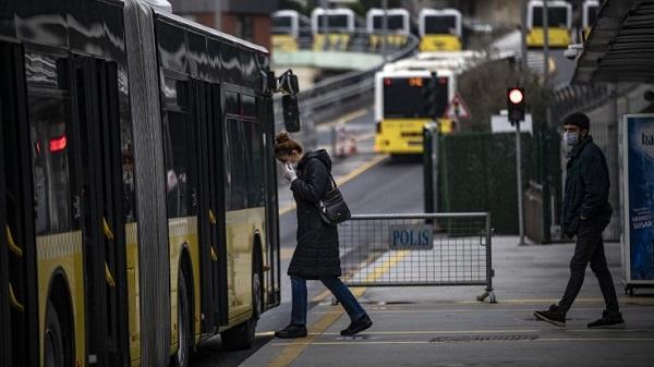 Toplu taşımada yarı yarıya yolcu taşıma yasağı kaldırıldı