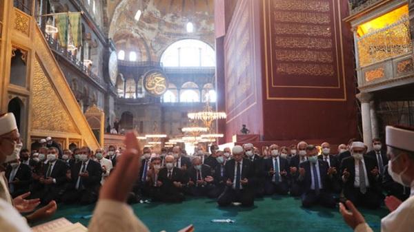 Photo of İslam Popülizmi ve Lozan günü Anıtkabir'i kapatmak