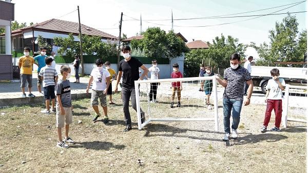Photo of Büyükakın Çocuklara spor malzemesi gönderdi