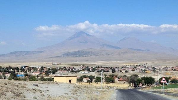 Photo of Depremin ardından volkanik Hasan Dağı gaz çıkarmaya başladı