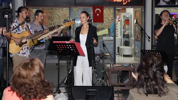 Photo of Jazz Night etkinliği İzmitli sanatseverlere unutulmaz bir gece yaşattı