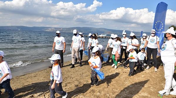 Photo of Kocaeli AB Bilgi Merkezleri Projesi kapsamında Sahil Temizliği etkinliği