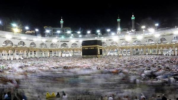 Photo of Suudi Arabistan Umre ziyaretlerini yeniden başlatıyor