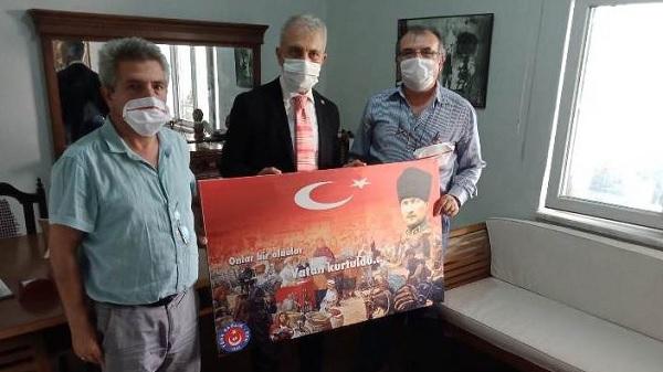 Photo of Başkan Çeker'den Net Medya Grup ortaklarına anlamlı hediye