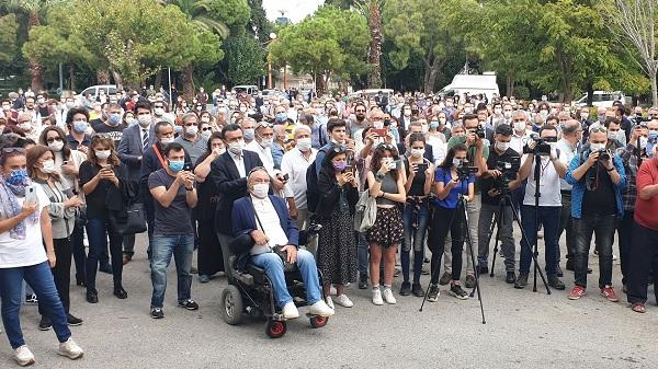 Photo of İzmir Barosu İçişleri Bakanlığı ertelemesini protesto etti