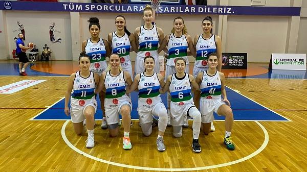 Photo of Kadınlar Basketbol Süper Liginde İzmit Belediyespor lider oldu