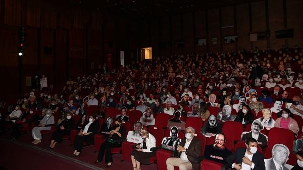 Tiyatro severler Ustalarla Yan Yana yeni Sezonu açtı