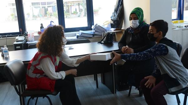 """Photo of İzmit Belediyesi """"Askıda Tablet"""" kampanyasıyla çocukların yüzünü güldürdü"""