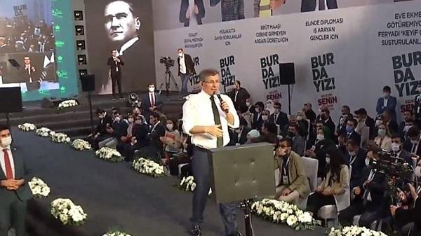Gelecek Partisi ilk kongresinde Davutoğlu başkan seçildi
