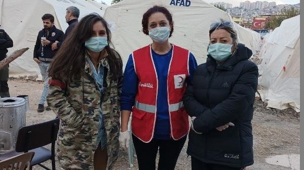 Photo of İyilik meleği muhtar Zaim depremzedeler için Bayraklı'da