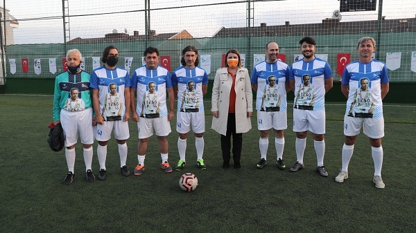 İzmit Belediyesi spor tesisine Ahmet Akay'ın adını verdi