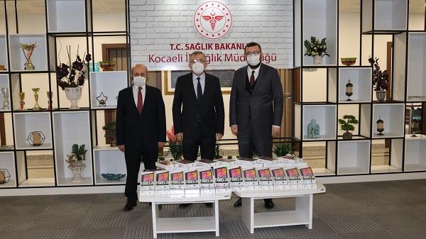 Photo of Kocaeli Büyükşehir'den sağlık çalışanlarına tablet desteği