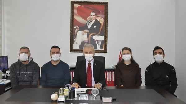 """Photo of Çeker: """"Sağlık çalışanlarına YÖK üvey evlat muamelesi yapmaktadır"""""""