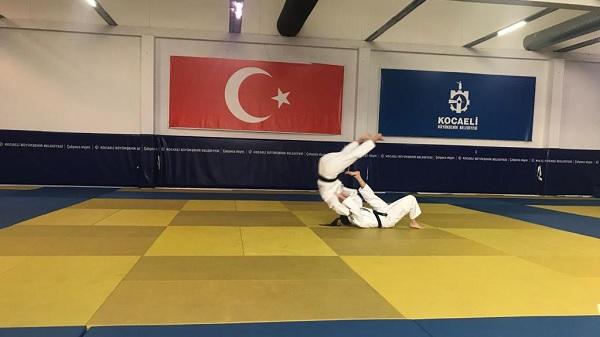 Photo of Büyükşehir Kağıtsporlu Judocular kuşak sınavında