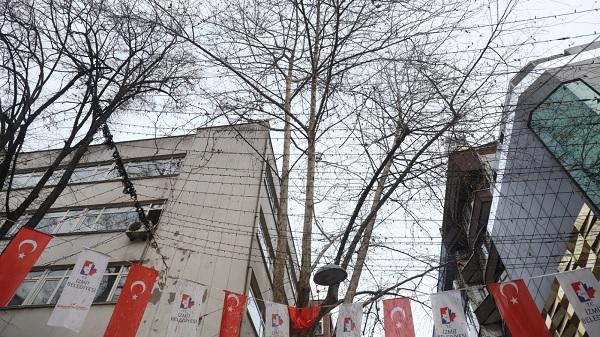 Photo of İzmit Belediyesi Fethiye Caddesi'ndeki ağaçları budayacak