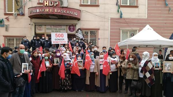 Photo of Vatan Partisi Diyarbakır Anneleriyle kucaklaştı