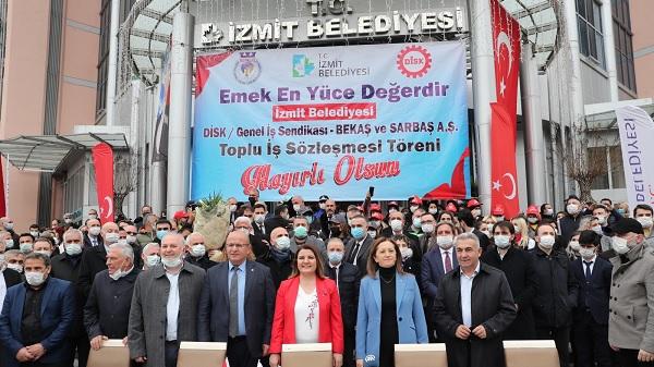 Photo of İzmit Belediyesinden İşçisine 1 Mayıs İkramiyesi