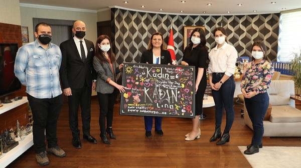 Photo of İzmit Kent Konseyi Başkan Hürriyet'in Kadınlar Günü'nü kutladı