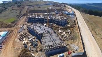 Yeni yılla birlikte inşaatına başlanan depreme dayanıklı konut projesi Kiptaş İzmit Çınar Evleri'nin çalışmalarını hızla sürdüren ekipler, şimdiden projenin yüzde 8'ini tamamladı