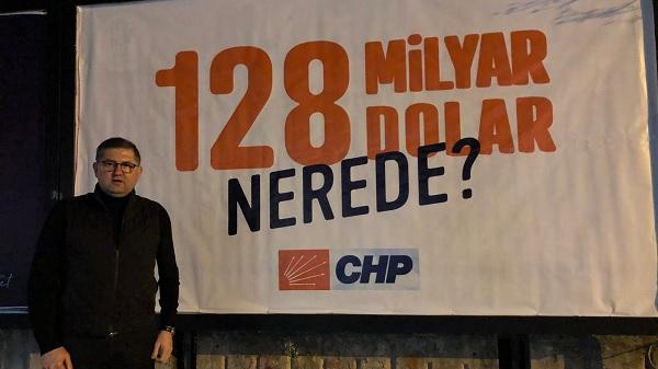 CHP Kocaeli '128 milyar dolar nerede' afişlerini astı