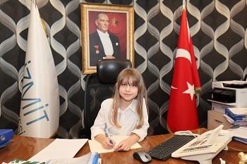 Küçük Damla İzmit Belediye Başkanlığı koltuğuna oturdu
