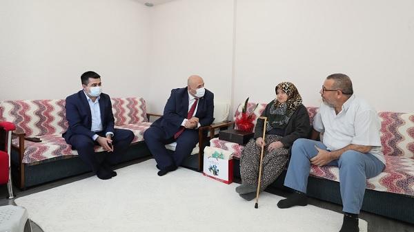 106 yaşındaki Şaziment teyzeyi İzmit Belediyesi unutmadı