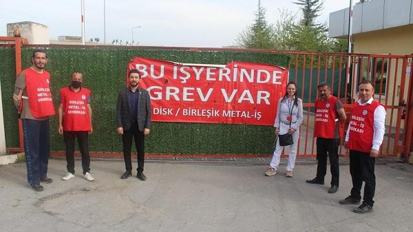Davutoğlu'dan Baldur grevcilerine 1 Mayıs'ta moral