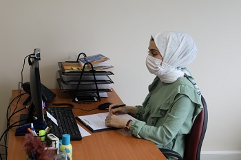 İzmit Belediyesi psikologlarından Betül Bulut, danışanlarıyla online olarak terapi gerçekleştirdiklerini ifade etti