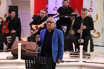 Ramazan Bayramı kapsamındaki konserde şarkıları solist Rıdvan İşcan seslendirdi