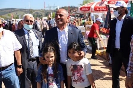 Şener Söğüt fuarda vatandaşlarla sohbet etti