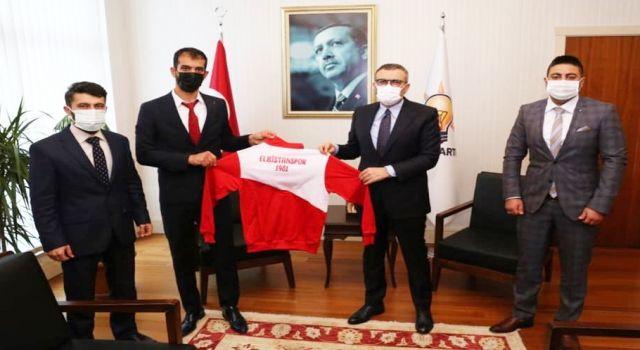 Photo of AK Partili Mahir Ünal'a Elbistanspor forması