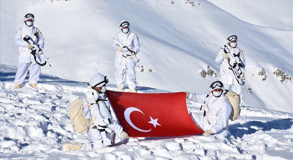 Photo of Yalovalı Zeliha Nine'nin çorapları Mehmetçiklere dağıtıldı