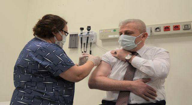 Photo of Bursalı 10 bin sağlıkçı aşıyla tanıştı