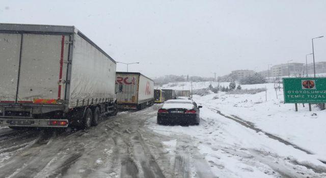 Photo of Bursa-İzmir Otoyolu trafiğe kapandı (ÖZEL HABER)