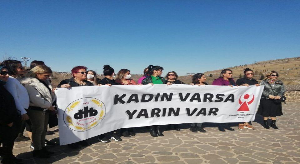 Photo of Diyarbakırlı kadınlardan erken 8 Mart kutlaması