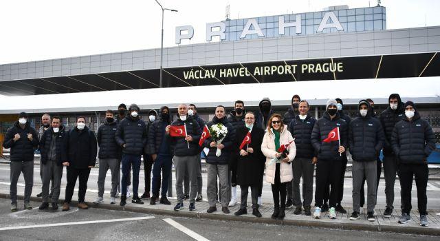 Photo of TOFAŞ kafilesini Büyükelçi Bağış karşıladı