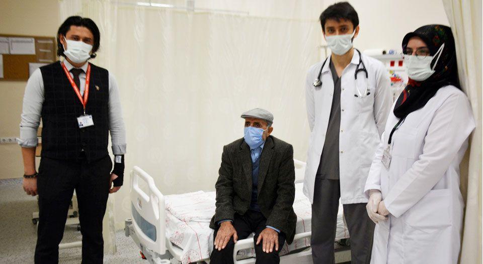 Photo of Bitlis Tatvan'da yüzde 90 tıkalı damarı açtı!