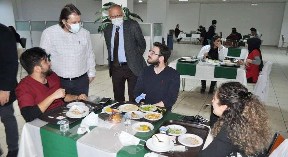 Photo of Sağlıkçılar açık büfe ile motive oldu